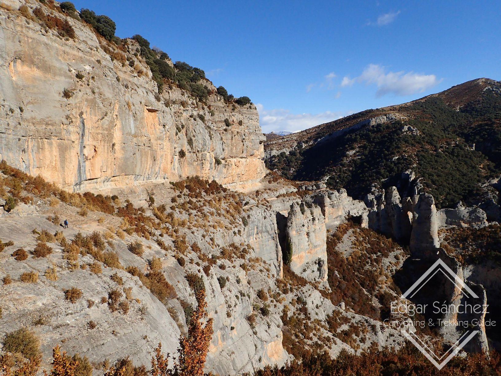 senderismo en el puente del pilar en la sierra de guara